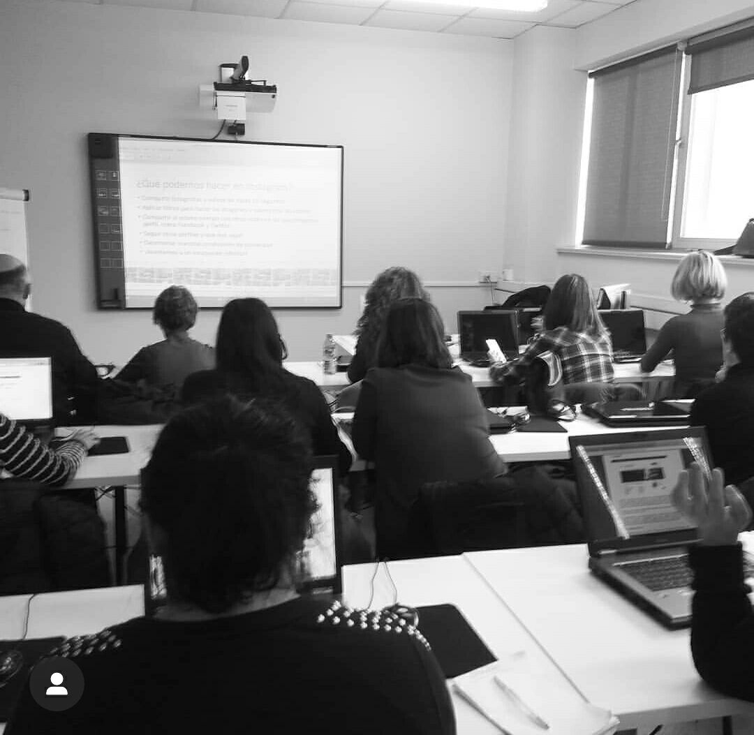El personal de la UDC aprende a manejar las redes sociales con Pingota Comunicación